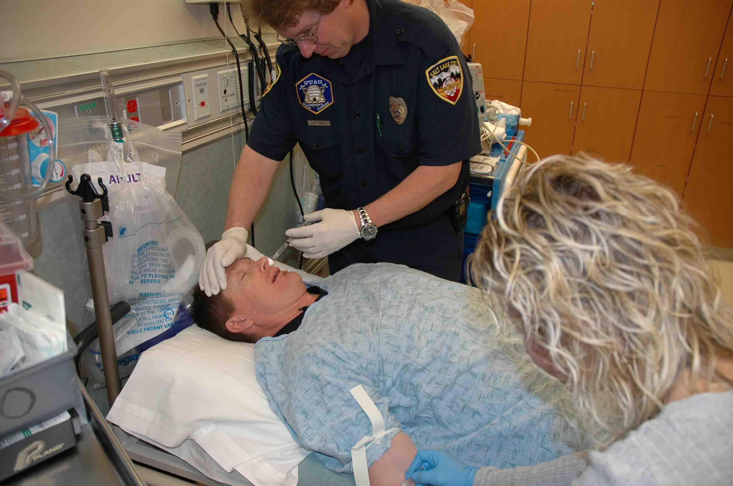 Delivering intranasal naloxone to a heroin overdose in an emergency situation